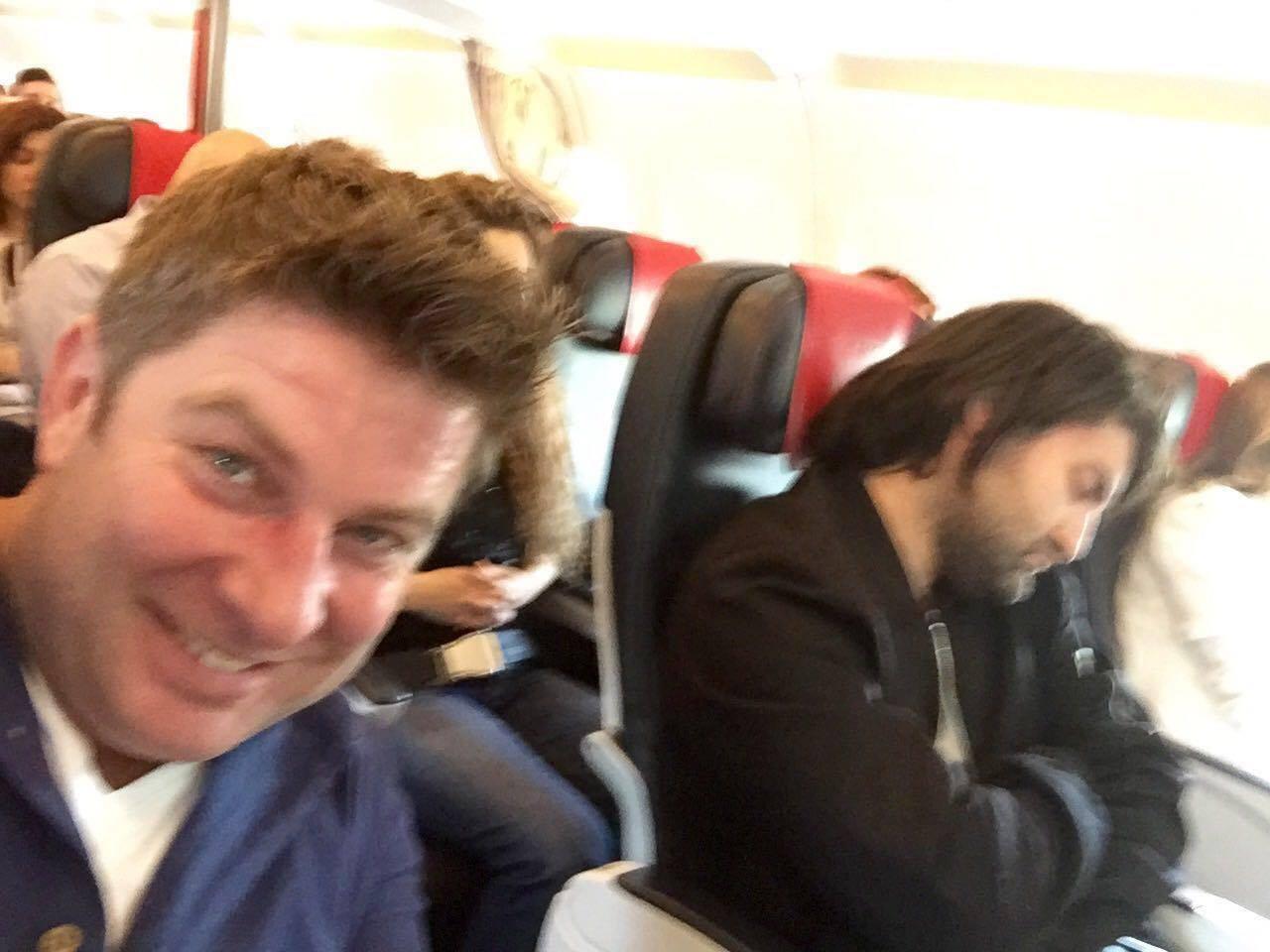 poza in avion spre Franta